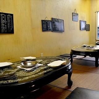 レトロな空間で食べる焼肉。おばあちゃん家を思い出して下さい