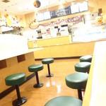 Pasta Frolla - おひとり様が座りやすいような席もありました。