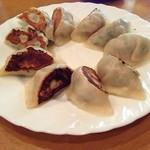 和食堂 たこ井 - 店主イチオシの焼餃子。皮から手造りと話されていたが餡はみっちりと詰め込まれており味は美味。