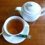 ビストロ・プチ・ブラン - ランチ付属の紅茶(2013/09/30撮影)