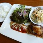 ビストロ・プチ・ブラン - 白身魚のムニエルとハンバーグ(2013/09/30撮影)