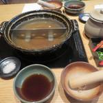 銀座しゃぶ通 好の笹 - しゃぶしゃぶ鍋とポン酢、ごま、岩塩