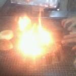 フリスコ - 肉汁がしたたって炎が燃え上がります。カウンター席だとじっくり見られて幸せです