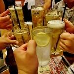 21587492 - それぞれの好みの飲み物で2次会スタート