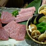 炭火焼肉・にくなべ屋 びいどろ - 神戸牛カルビ盛セット