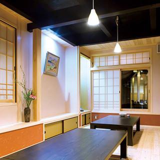 個室は6名様用が2部屋、12名様用が1部屋ございます。