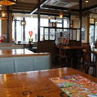 中華飯店てんじく-座った席から、テーブル席側