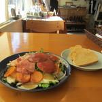 21591469 - イベリコ豚の燻製と根菜サラダセット