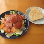 21591471 - イベリコ豚の燻製と根菜サラダセット