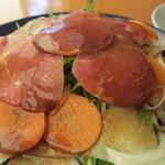 COUZT CAFE + SHOP - イベリコ豚の燻製と根菜サラダ