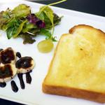 カフェクーラ - 料理写真:厚切りトースト モーニング