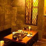 博多餃子舎603 - 暖色系の光が落ち着くモダンな空間。2名~テーブルで楽しめます。