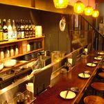 博多餃子舎603 - カウンターでビール片手に餃子を楽しむのは最高ですよ。