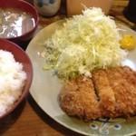 おさむ - ロースかつ定食(100g) ¥900-