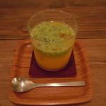 ヒトイキ - 季節の野菜と果実のジュース600円♪キウイ、セロリ、オレンジ♪