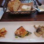 ポルタジョイエ - 前菜とパン