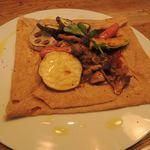ダインプレイス - グリル野菜とソーセージのガレット