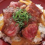鳥蔵別邸 東屋 - 信州牛のステーキ丼1900円(税別)