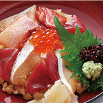 鳥蔵別邸 東屋 - 海鮮手こね寿司1900円(税別)