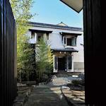 鳥蔵別邸 東屋 - 江戸時代に建てられた土蔵の入口