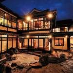 鳥蔵別邸 東屋 - 土蔵の2階から中庭を見下ろす長い廊下を抜け趣きのある個室へとご案内