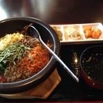 韓国家庭料理 唐辛子 - 石焼ビビンバセット(¥900-)