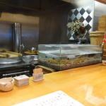 石臼挽き手打 蕎楽亭 - 大きなハゼが泳ぐ水槽