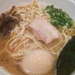 21611471 - らーめん並・細麺(600円)、半熟味玉子トッピング(50円)