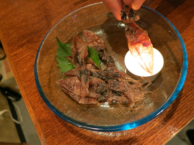 純米酒専門YATA  名古屋栄店 - 自分で炙ります。ホタルイカ干物。良く合う☆