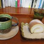 ギャラリーZen - 料理写真:ロールケーキ旨し。珈琲は言うまでもなく美味しい!