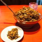 ラー麺ずんどう屋 - 料理写真:高菜漬けがたっぷりと、小皿に取り分けます