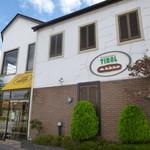 手作りパンの店 「チロル」 - 駐車場は約5台分あり