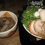 なんでんかんでん - オリジナルつけ麺、つけ麺バカ。