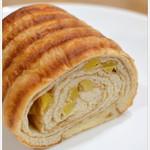 パンとお菓子マロン - 料理写真:和栗のラウンドロール