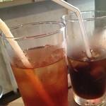 どぶ板食堂 Perry - アイスティーとコーラ☆「ハンバーガーにはコーラでしょ」by彼