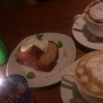 21619433 - 日替わりケーキのバナナケーキ&ココア&カフェラテ