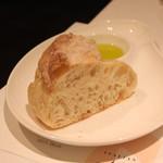 イタリアン オット - 自家製パン チャバタ