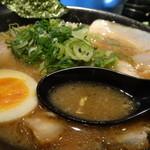 豚人 - 醤油豚骨(細麺)