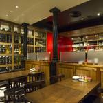 有楽町ワイン倶楽部 - 併設ワインショップに直結スペースは、まるでウォークインセラーのよう♪