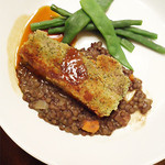 フレンチ キッチン - 香草風味の豚バラ肉のコンフィ。