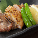 時分時 - 大山地鶏もも肉の一枚焼きおすすめは天然塩で