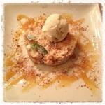 ピッツェリアマルターノ - アップルパルフェ  シナモンとアップルパイに冷たいバニラアイス