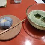 21629208 - 抹茶と上生菓子