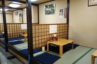 旭軒 駅前本店 - (2013/8月)小上がり以外にテーブルやカウンターもありました。
