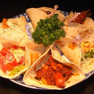 タコスやチョリソなど、メキシコ料理もたくさん楽しめます☆