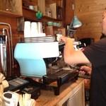 アイドントノウコーヒー ロースター - 13/09/22 LA・MARZOCCOで淹れて貰う