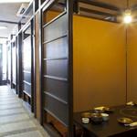 炉端かば - 個室の多い店内はそれぞれのシチュエーションに最適なレイアウト