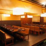日常酒飯事 わこう - 【お洒落で落ち着いた雰囲気の店内】カウンター席以外のお席は全て個室と半個室となっております。写真のお席は、日本の原風景のひとつ、蚊帳をデフォルメした空間です。
