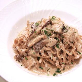 手打ちパスタも毎日ご用意!北イタリア~南イタリア迄 郷土料理等幅広くご用意しております。