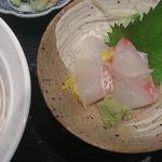 21642346 - 鯛飯と鯛造り定食(1,000円)